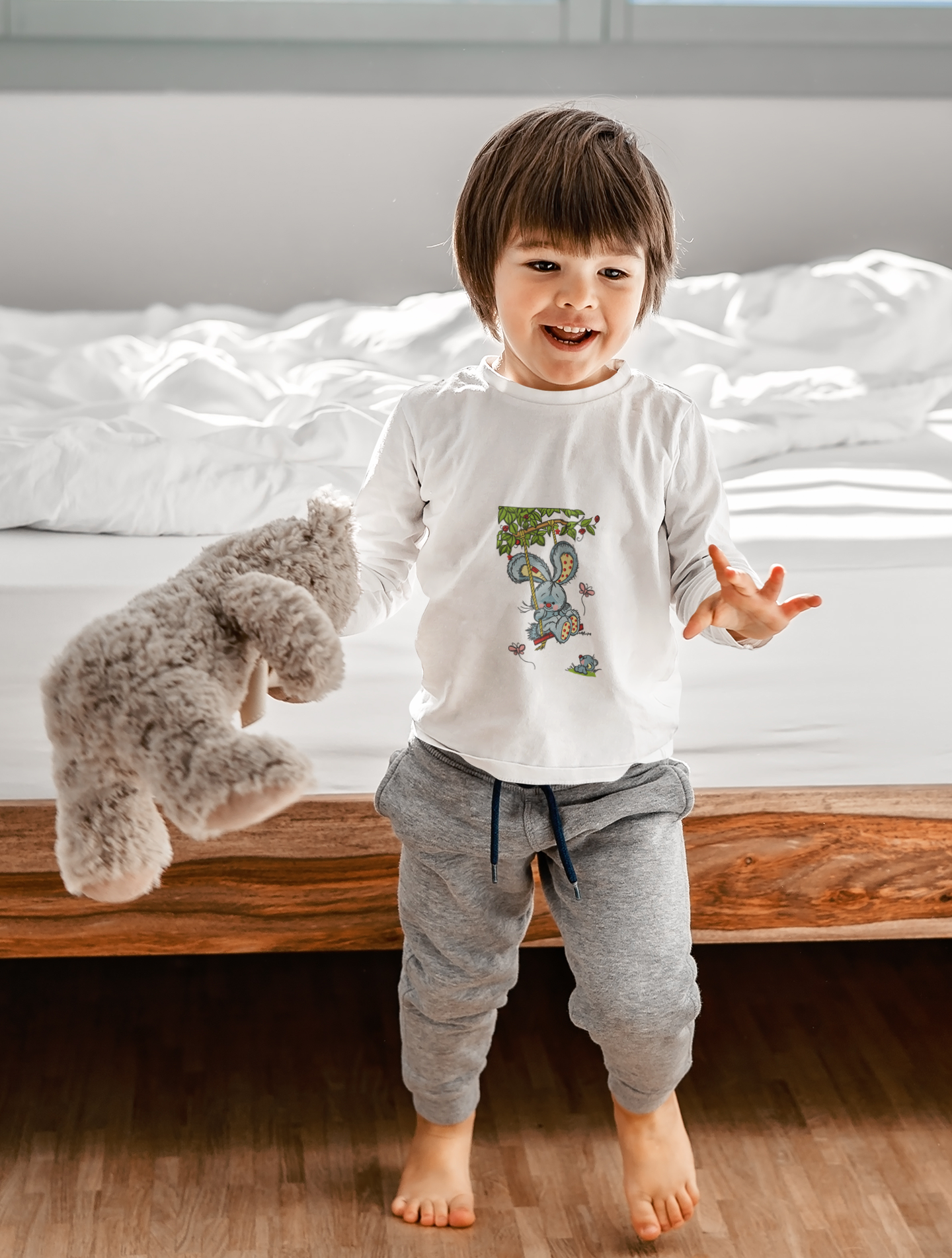 Embroidered kid t-shirt with Bunny design
