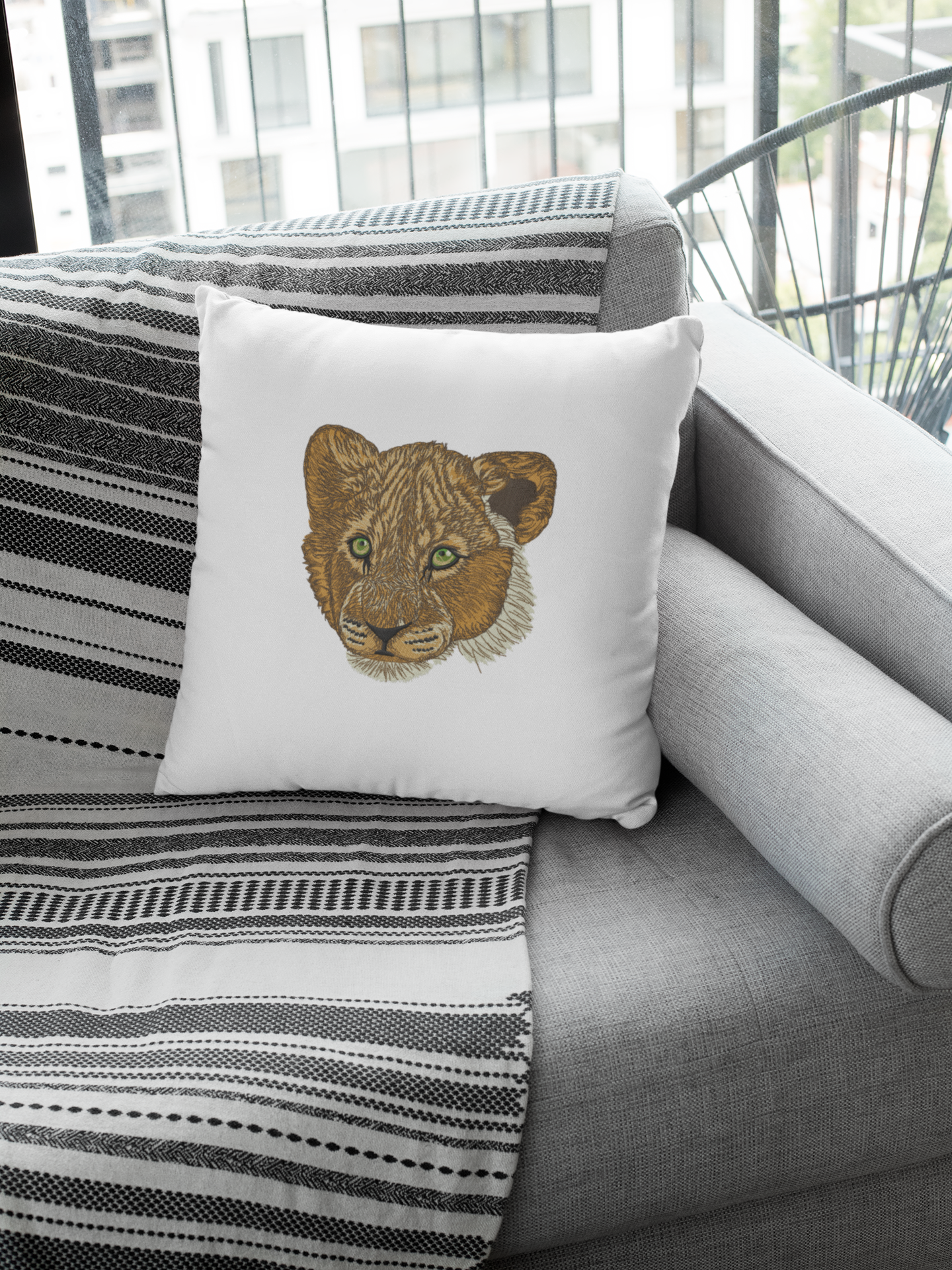 Embroidered pillow with Little lion design